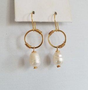 Gold-Ohrringe mit weißer Barock-Süßwasserperle