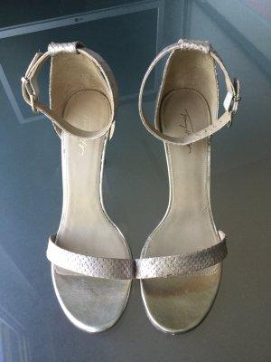 Golden Heels: stylische und bequeme Riemchen-Sandaletten