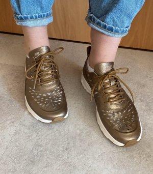 Goldene Air Max Thea