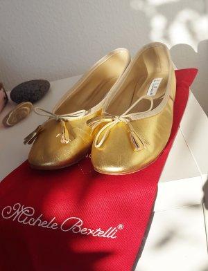 Bailarinas de charol con tacón color oro Cuero