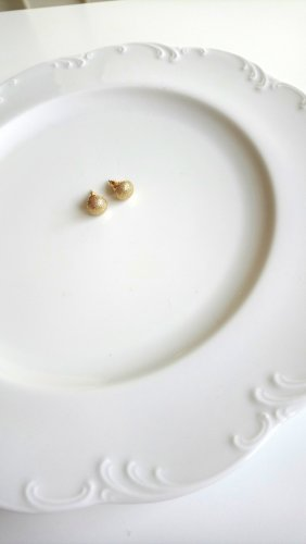 Ear stud gold-colored