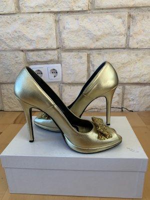 Goldene hohe Schuhe