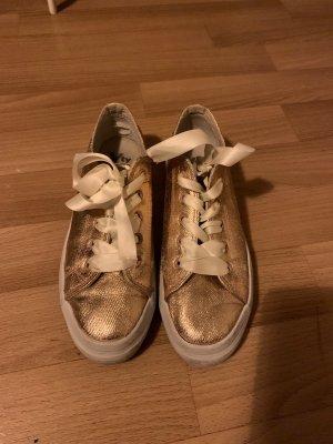 Goldene/ Kupferfarbene Sneaker