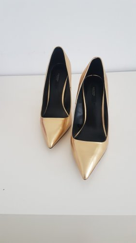 Goldene Lederpumps von Zara