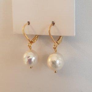 Goldene Ohrhänger-Brisur mit echter weißer Keshi-Perle (Handgemacht)