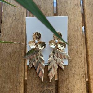 Goldene Ohrringe