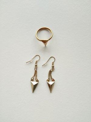 Goldene Ohrringe mit passendem Ring