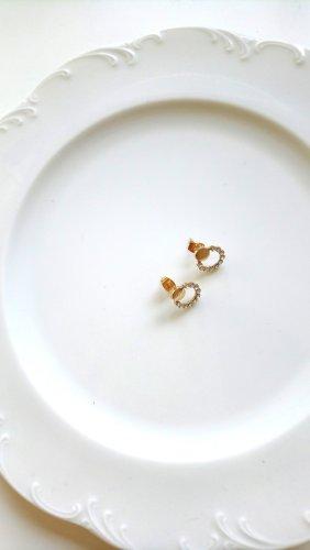 goldene Ohrringe mit Strasssteinrand