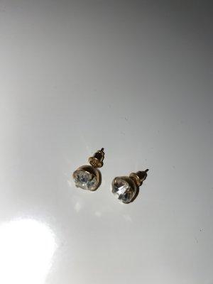 Goldene Ohrstecker mit Steinchen