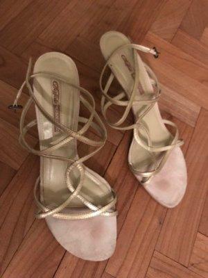 Goldene Riemchen-Sandaletten von Buffalo London, Gr. 40