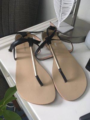 Goldene Sandale 39