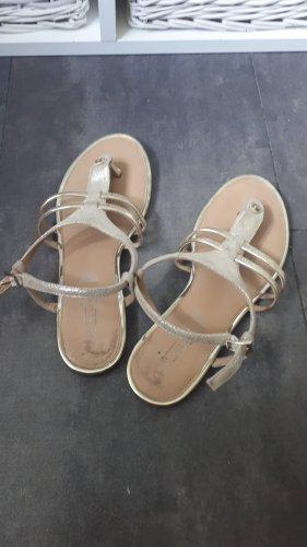 5th Avenue Flip-Flop Sandals gold-colored