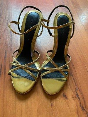 Goldene Sandalen von Zara