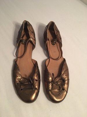 Goldene Schuhe