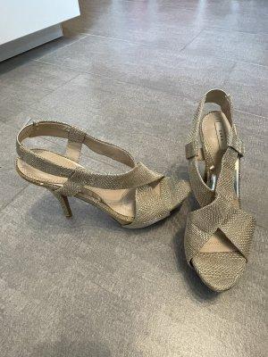 Goldene Schuhe von Zara