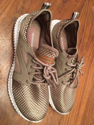 Goldene sneakers
