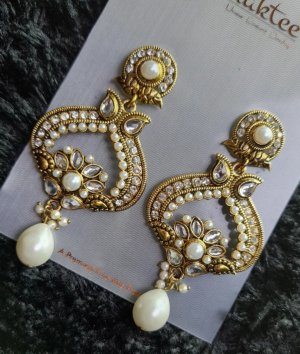 Statement Earrings gold-colored-natural white