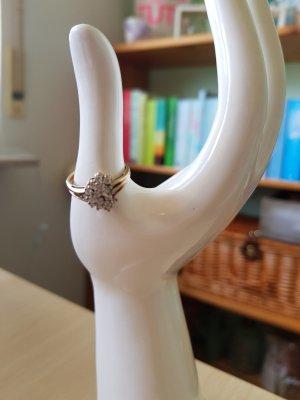 Goldener Ring mit Glitzersteinchen