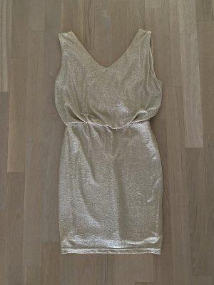 Goldenes Cocktail-Kleid