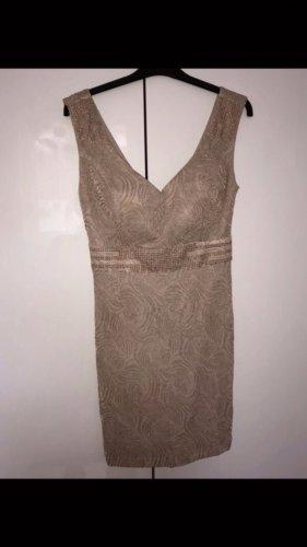 Goldenes Kleid mit Glitzer