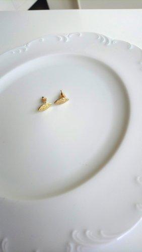 goldfarbene blätterartige Ohrringe