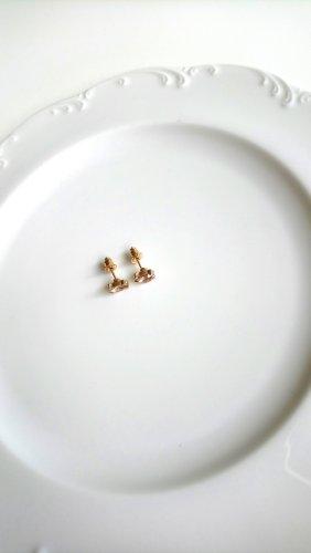 goldfarbene Ohrringe mit schimmerndem Stein