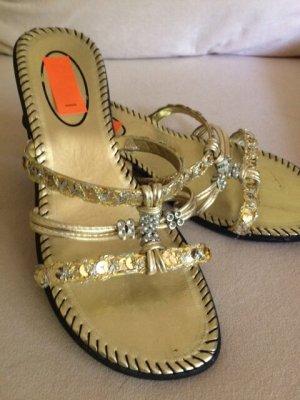 Sandały plażowe złoto