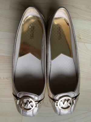Goldige Schuhe von Michael Kors