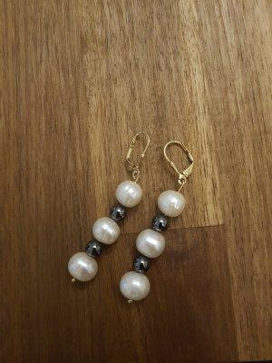 Goldohrringe mit echten Blutstein und echte Perlen
