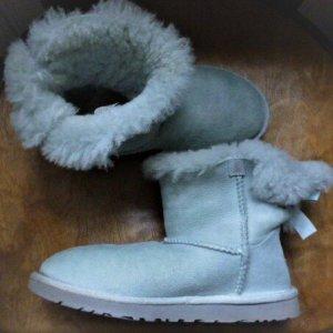 UGG Bottes fourrées gris clair-bleu pâle cuir