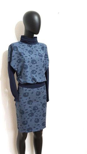 Gr.38, Designer Kleid in melierten Blau, Pusteblume Muster, Ungetragen.