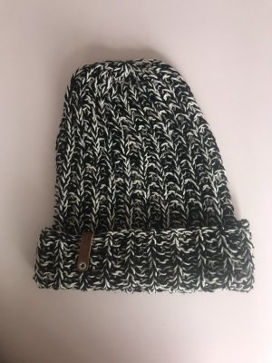 Bonnet blanc-noir