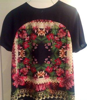 Graphisch bedrucktes, fließendes Shirt