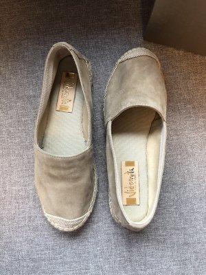 Grau-beige Espadrilles aus Leder von Vidorreta