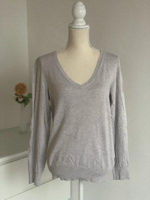 Grau-Beiger Pullover
