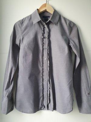 Grau Bluse mit Details an der Knopfleiste
