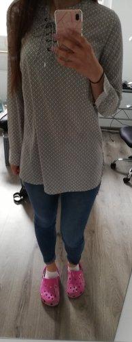 Grau gemusterte Bluse aus leichtem Stoff mit Kreuzschnürung