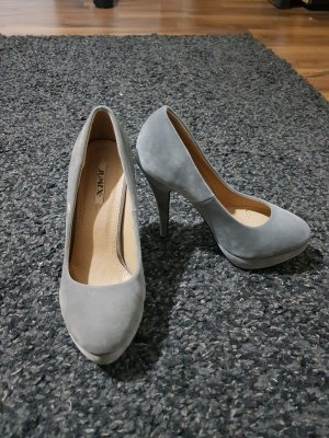 Grau High Heels