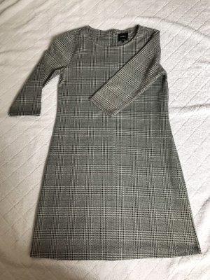 Grau kariertes Etui Kleid von Only in der Größe S