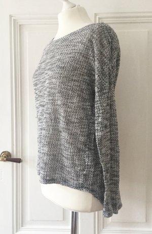 Grau melierter asymmetrischer und leicht transparenter Pullover