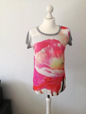 Grau-pinkes Blumen-Shirt, atmosphere