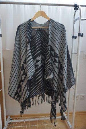 grau-schwarzer Poncho