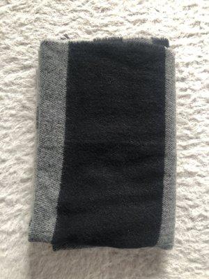 Grau/schwarzer Schal