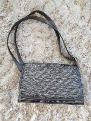 grau silberne Tasche