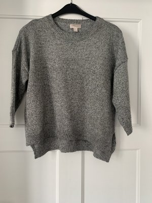 Grau silberner Pullover