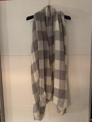 Grau-weiß karierter Schal
