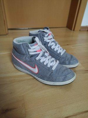 grau weiße Nikes