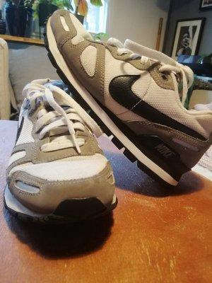 Grau Weiße Sneaker