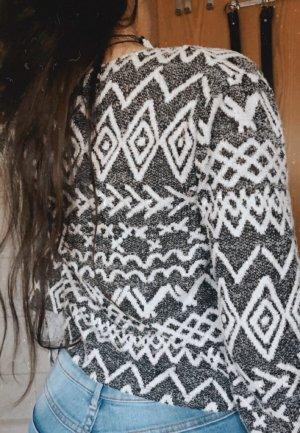 grau-weißer cardigan aus tally weijl