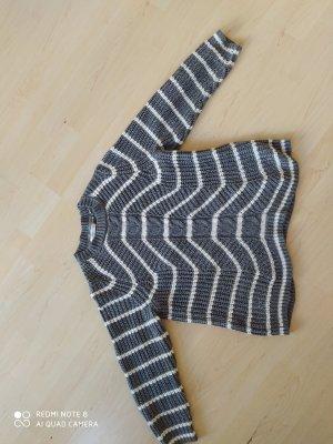grau-weißer Pullover für den Winter